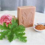 Savon purifiant à l'argile rouge et géranium rosat – Le Paon du Jour